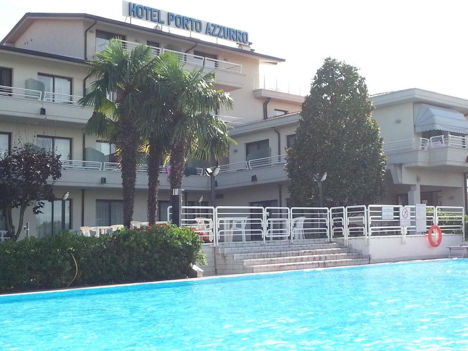Erholung am Pool Hotel Porto Azzurro