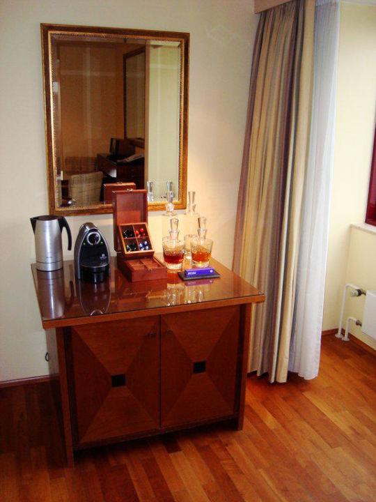 Kaffee-/Minibar im Wohnzimmer\