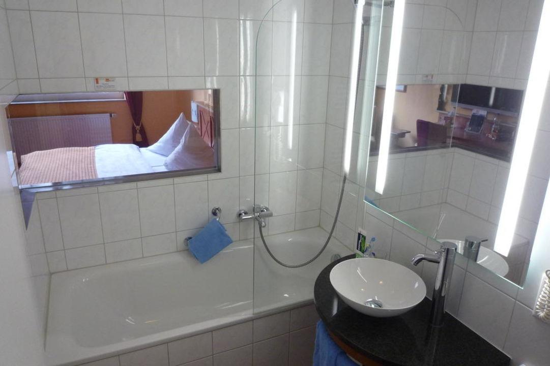Bad mit Aussicht aufs Bett BLOCK Hotel & Living