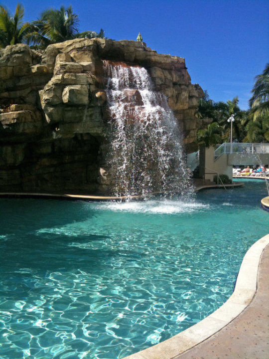 Pool mit wasserfall hotel seminole hard rock casino - Pool mit wasserfall ...