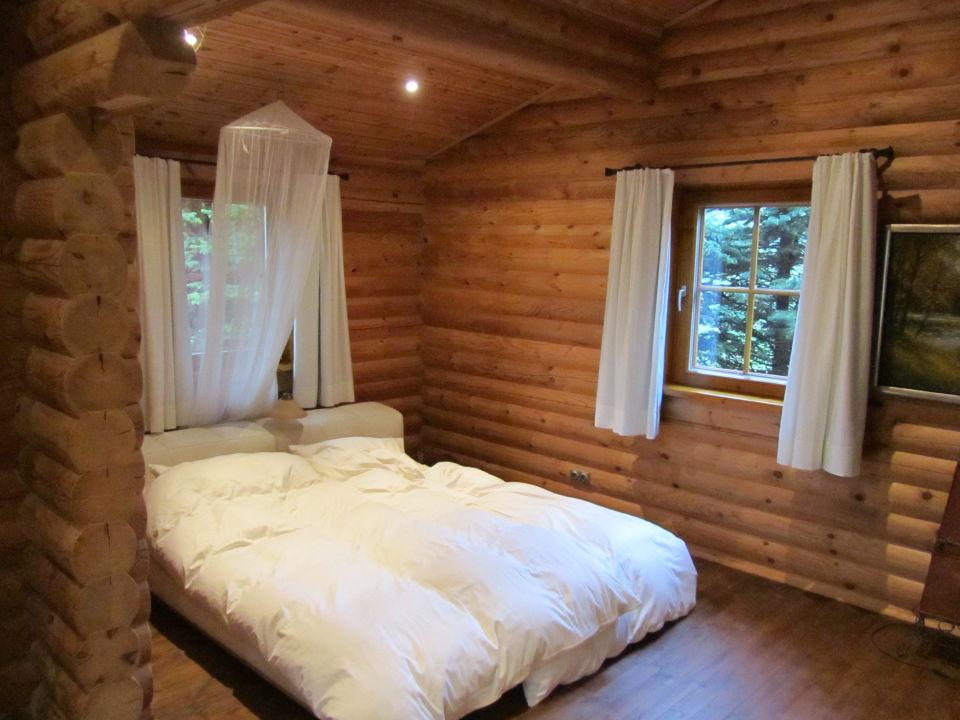 """schlafzimmer, bett sehr niedrig"""" hotel villa altes land in jork, Schlafzimmer entwurf"""