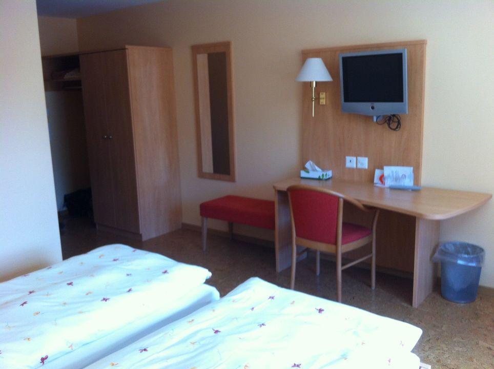 bunte bettw sche hotel gasthof kreuz in welschenrohr. Black Bedroom Furniture Sets. Home Design Ideas