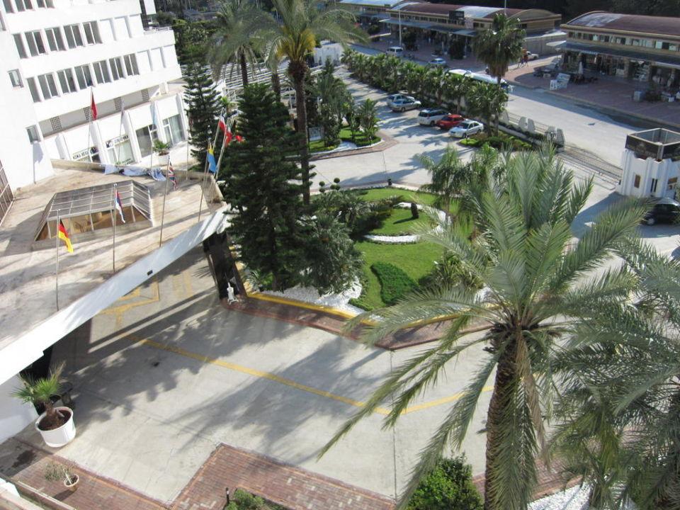Außenansicht des Eingangsbereich Hotel Royal Palm Resort