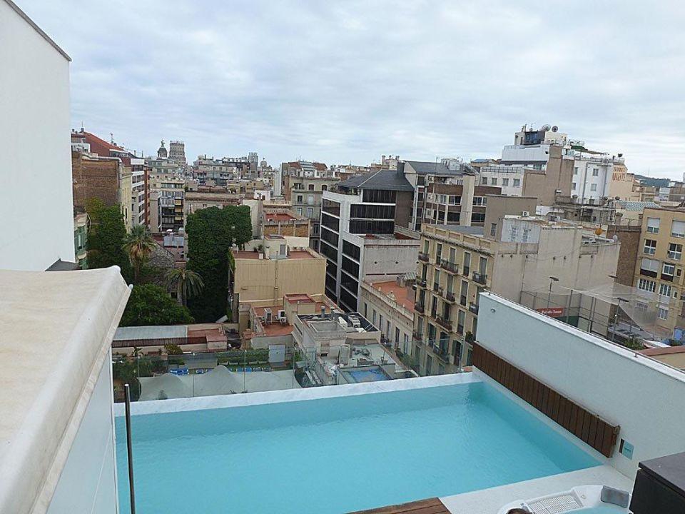 Der Pool im Condes Hotel Condes de Barcelona