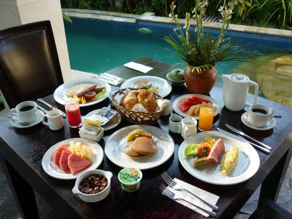 Frühstück in der Villa Furama Villas & Spa Ubud