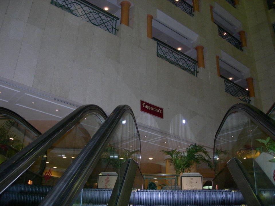 Aufgang zur Lobby Hotel Crowne Plaza Abu Dhabi