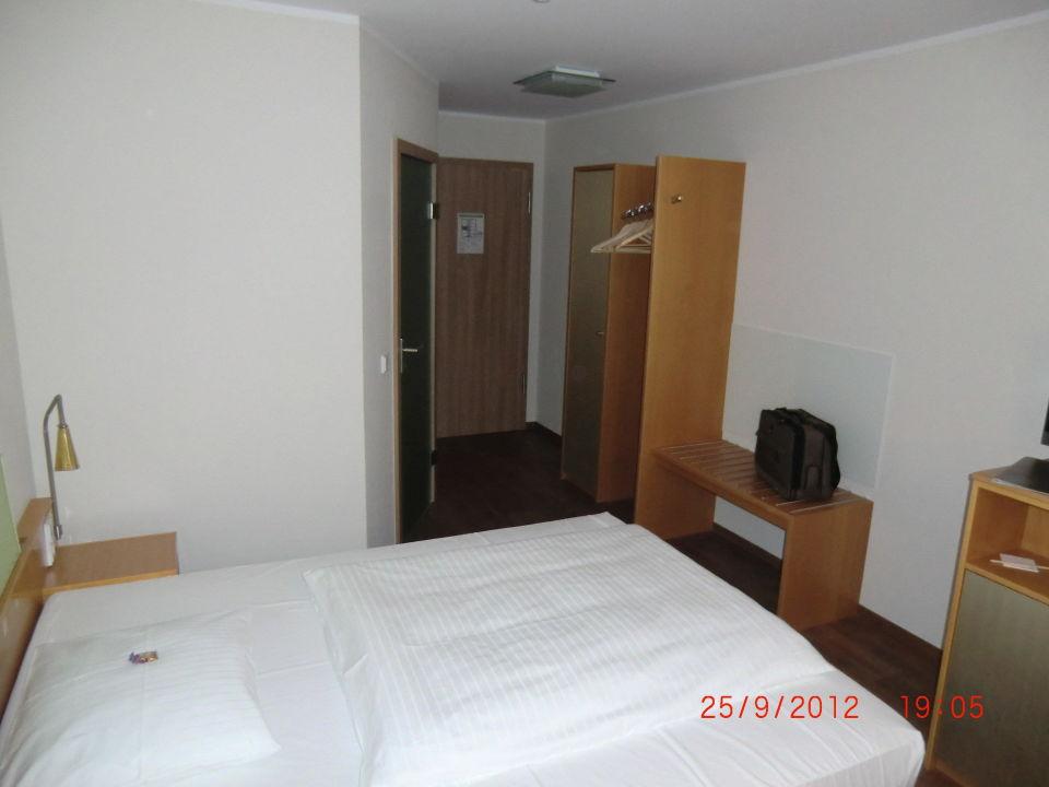 Zimmer Richtung Tür Hotel Bakenhof