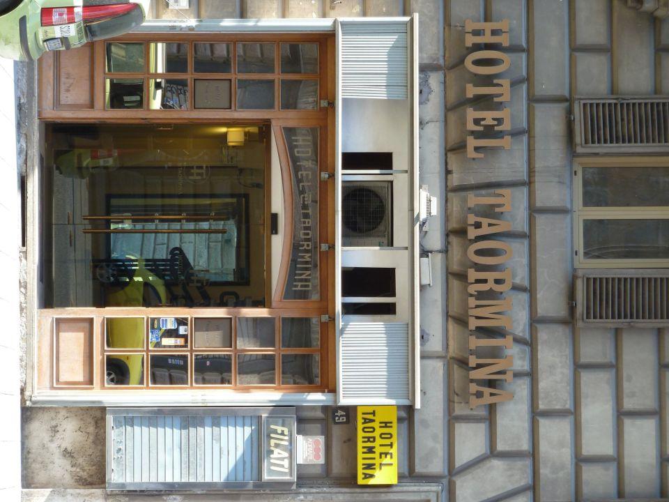 Eingang Hotel Taormina