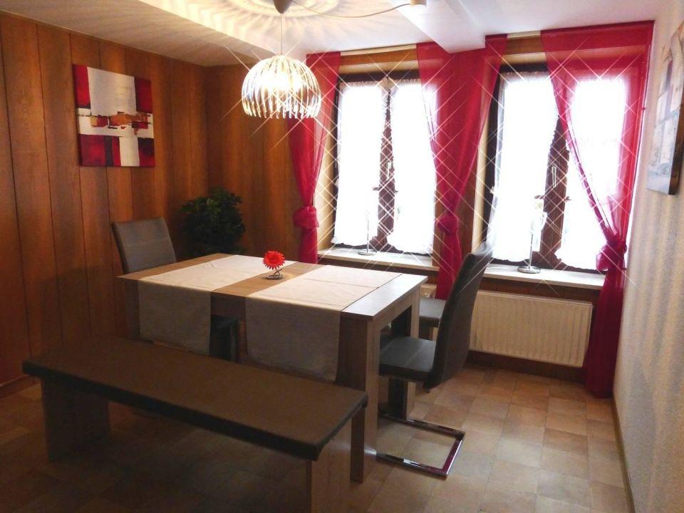 sitzecke f r 6 personen in der offenen k che ferienwohnung commisse rinteln holidaycheck. Black Bedroom Furniture Sets. Home Design Ideas