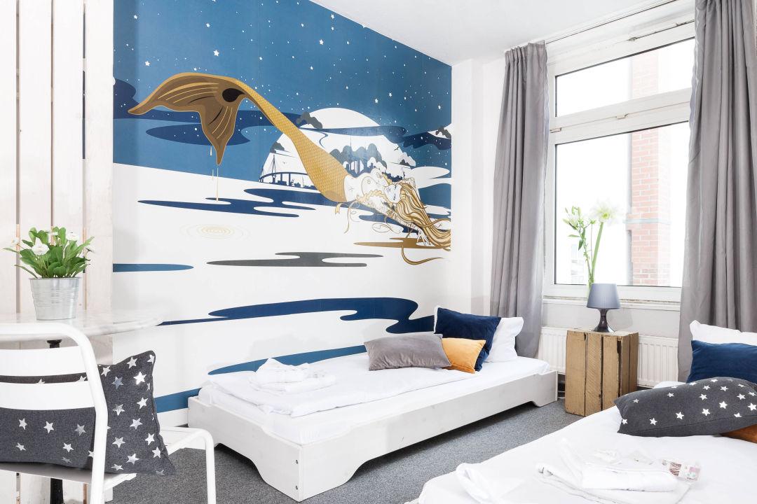 1 2 liegepl tze hanne mermaid von st pauli pyjama park hotel hostel hamburg. Black Bedroom Furniture Sets. Home Design Ideas
