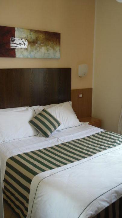 Hotelzimmer mit Bett Hotel La Pensione Svizzera