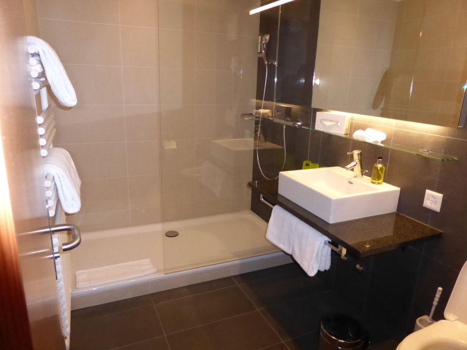"badezimmer mit grosser dusche"" hotel pilatus-kulm in kriens, Hause ideen"