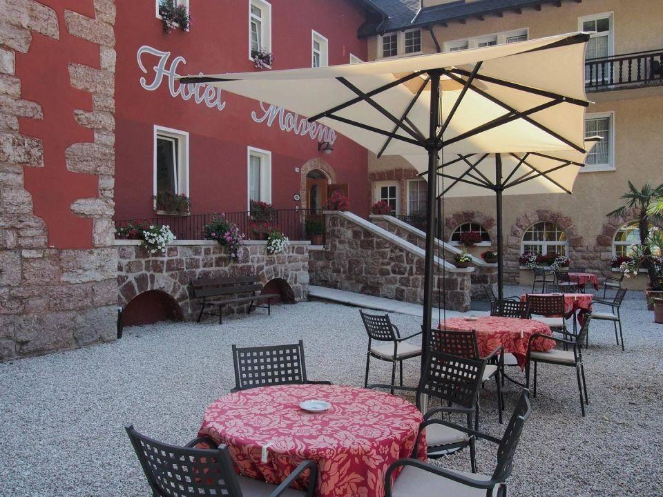 Innenhof Grand Hotel Molveno
