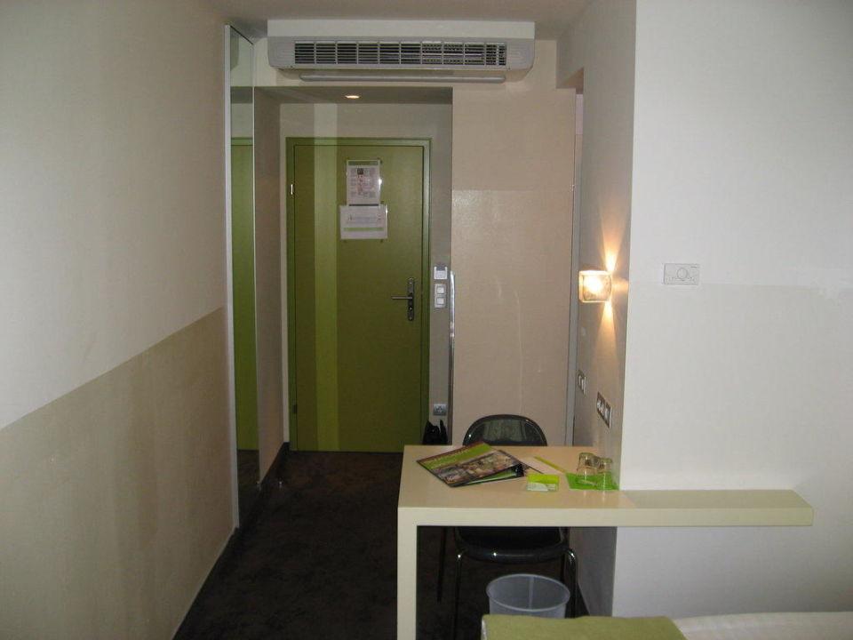 Zimmereingangsbereich Hotel Roomz Vienna Gasometer Wien
