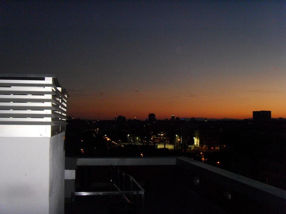 Aussicht von der Dachterrasse Residencia Melon District Marina