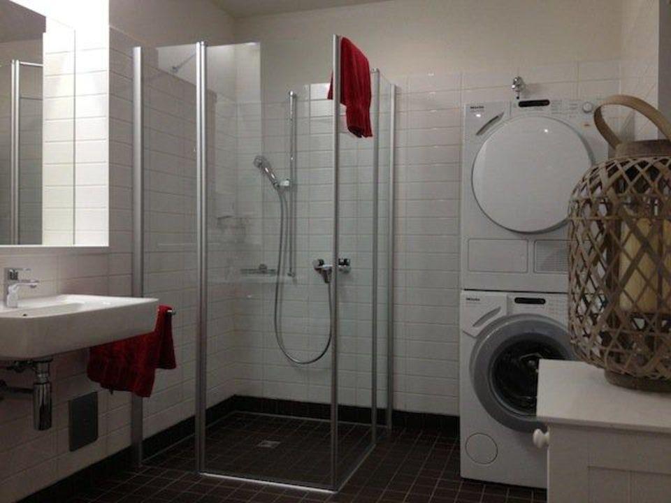 Ger umiges badezimmer mit dusche bad apartment city 4 for Badezimmer 4 5 m2