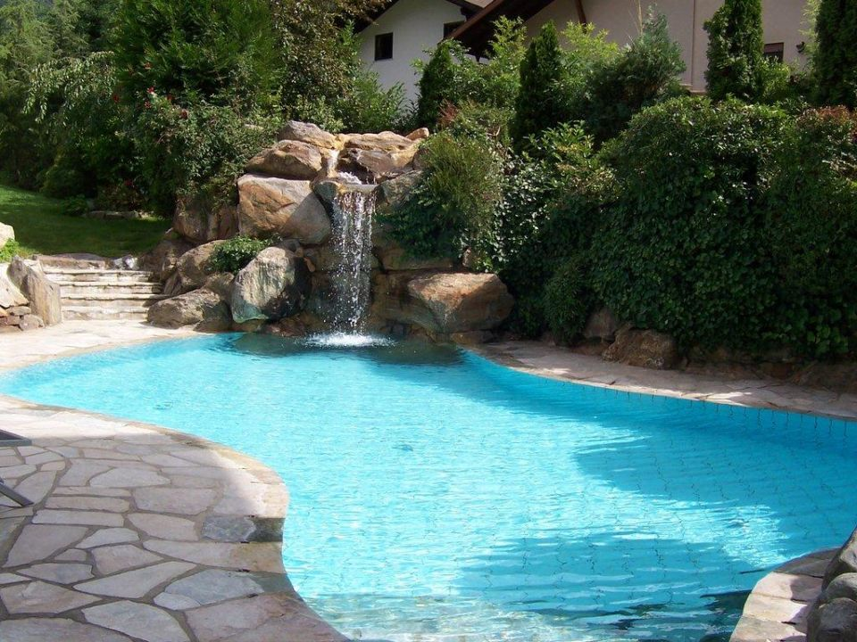 kleiner pool mit wasserfall design hotel tyrol parcines partschins holidaycheck. Black Bedroom Furniture Sets. Home Design Ideas