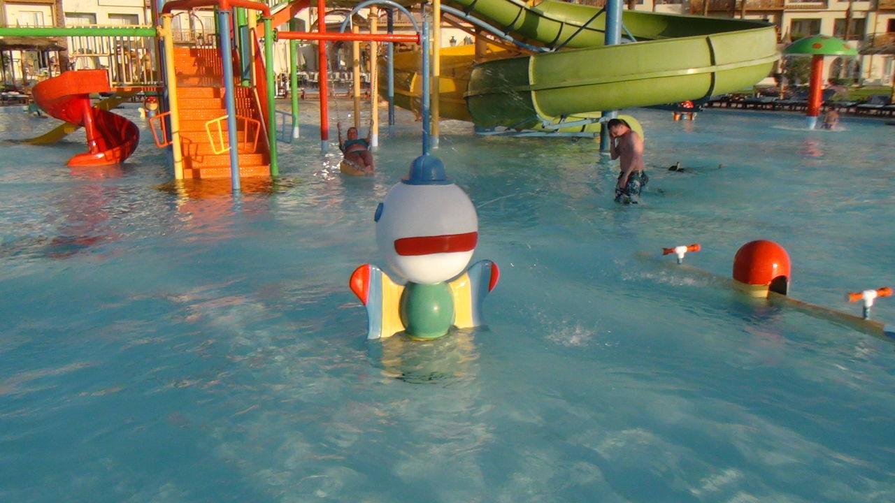 Sehr schöner Kinderpool Dana Beach Resort