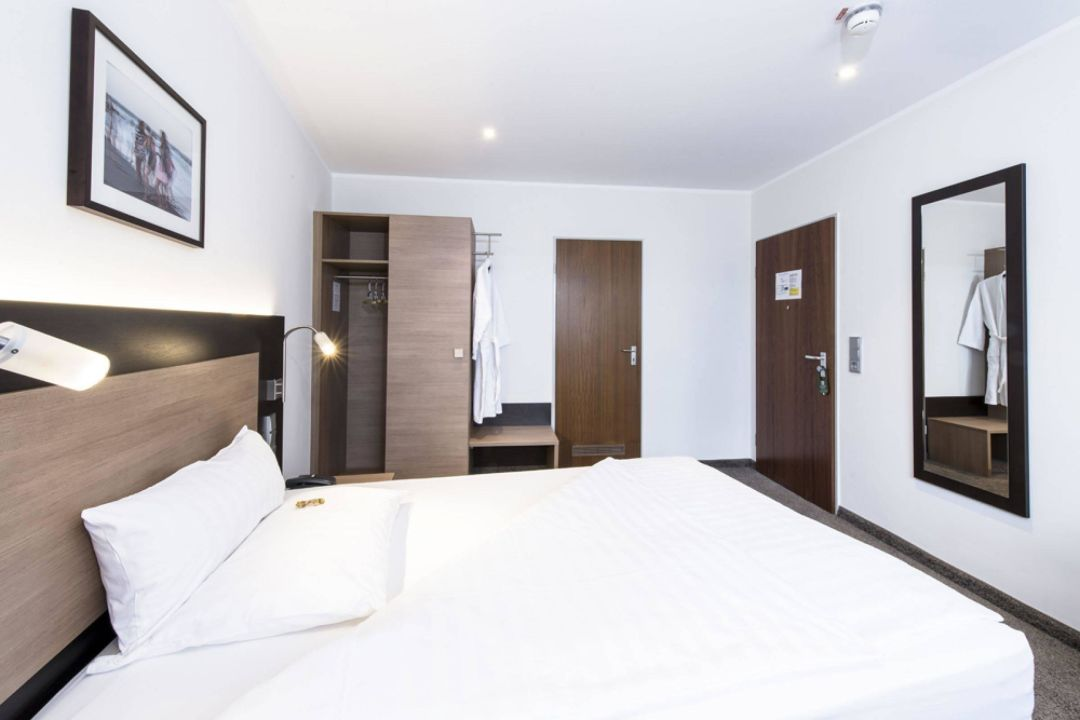 Doppelzimmer astor und aparthotel k ln holidaycheck for Design 8 hotel soest