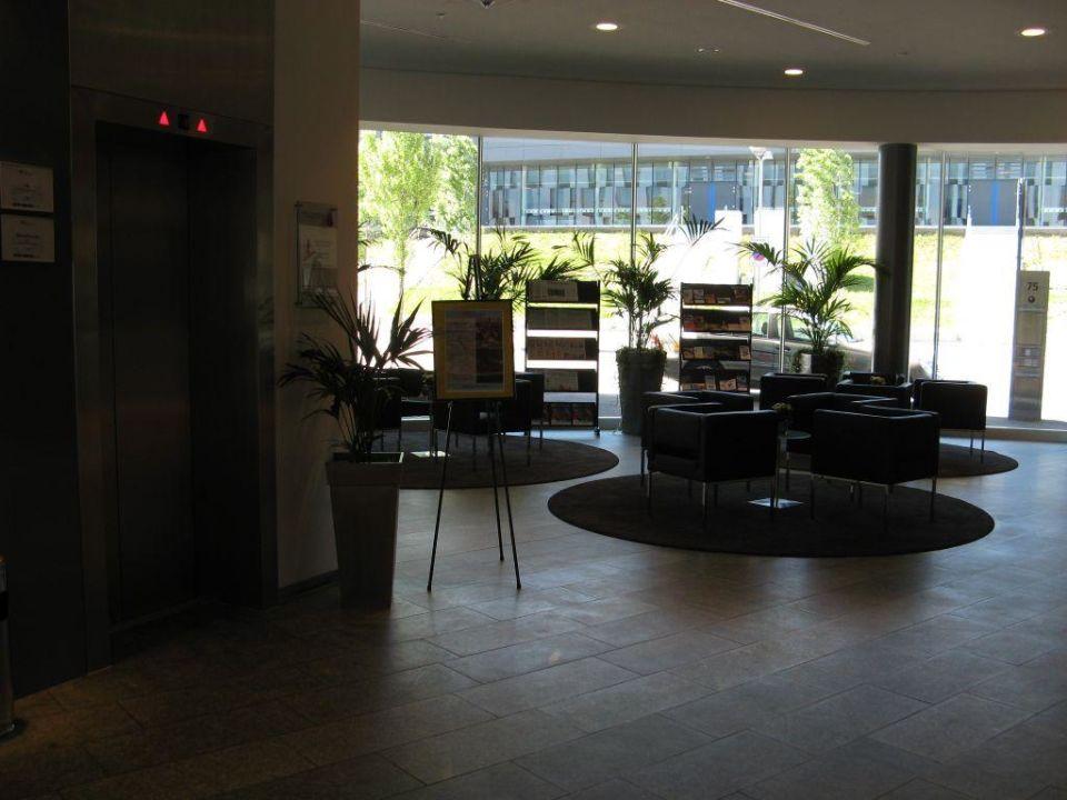 Hilton Garden Inn Stuttgart: Lobby Hilton Garden Inn Stuttgart NeckarPark