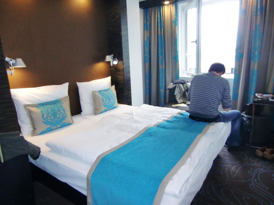 bild bad zu motel one hamburg alster in hamburg. Black Bedroom Furniture Sets. Home Design Ideas