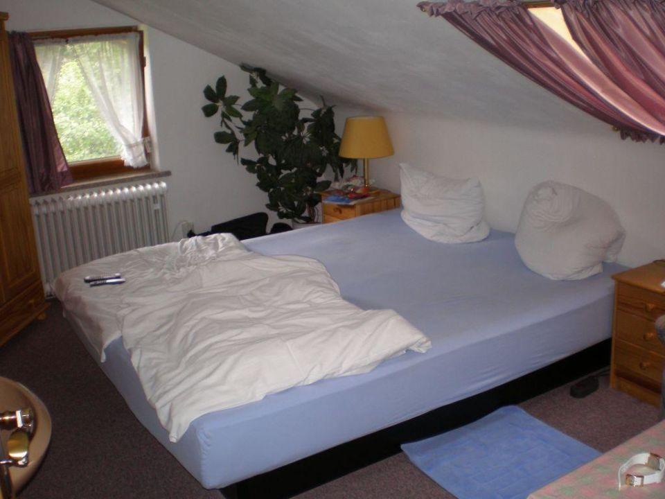 Schlafzimmer mit Wasserbett und Sat-TV\