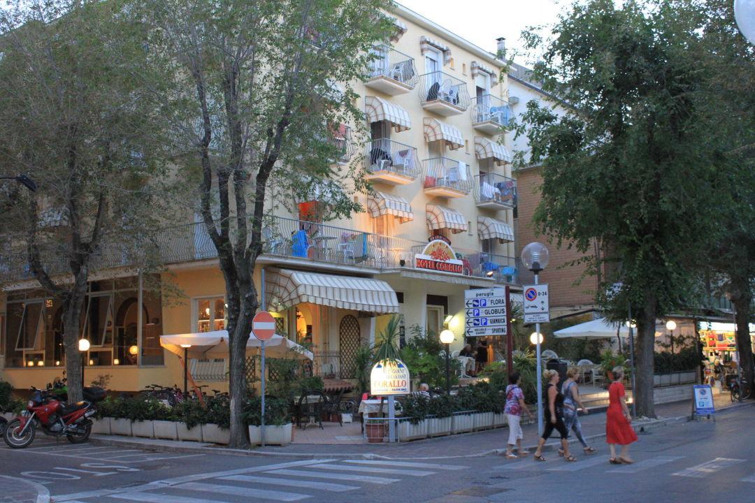 Strandnahe Hotellager Hotel Corallo