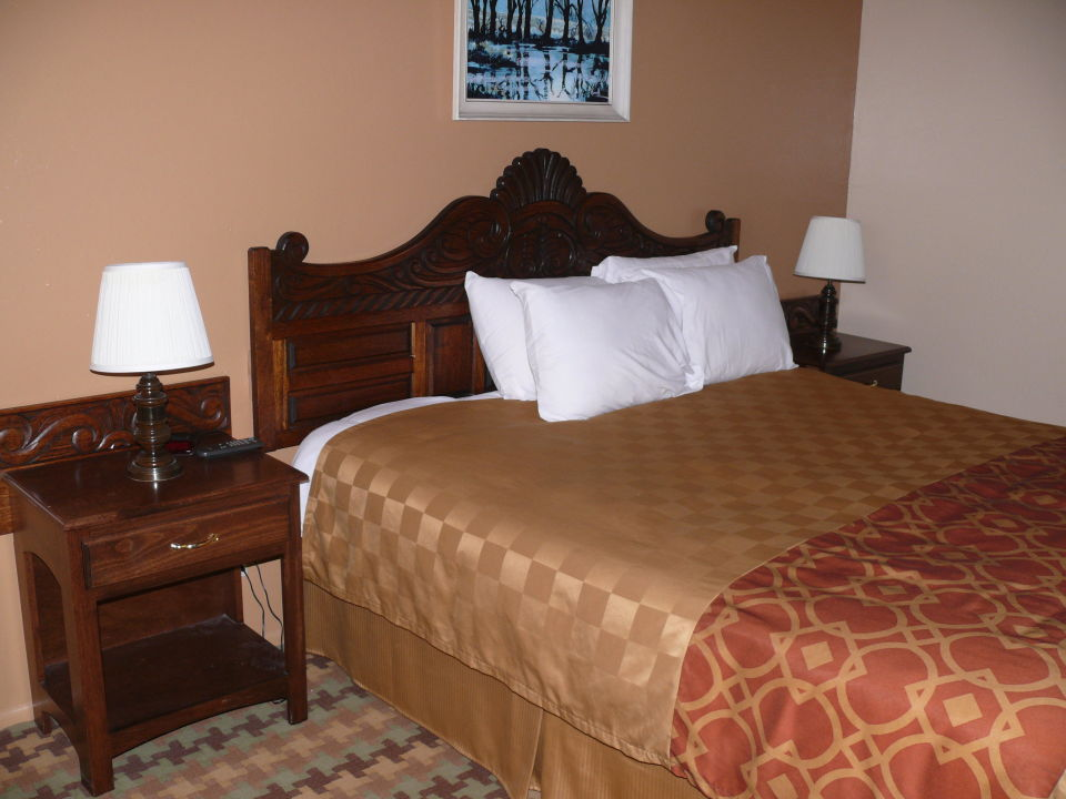 gro es bett silver surf motel in san simeon. Black Bedroom Furniture Sets. Home Design Ideas