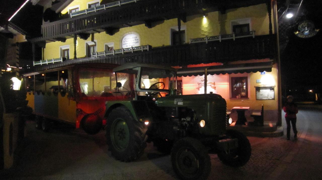 Traktorfahrt mit dem Hotelchef Johannes Hotel Pachmair