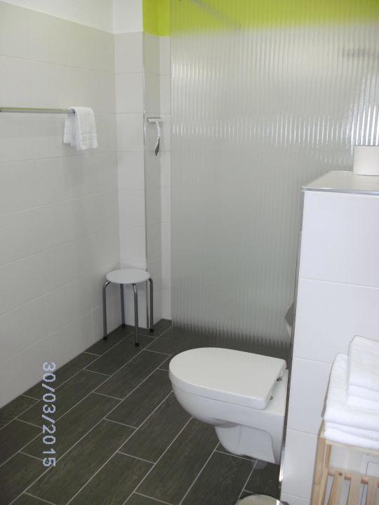 Modernes Bad in gr. Fewo Sommerküche\