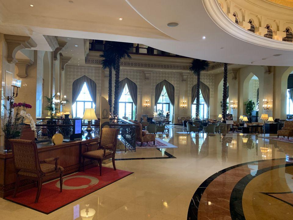 Lobby Shangri-La Hotel Qaryat Al Beri