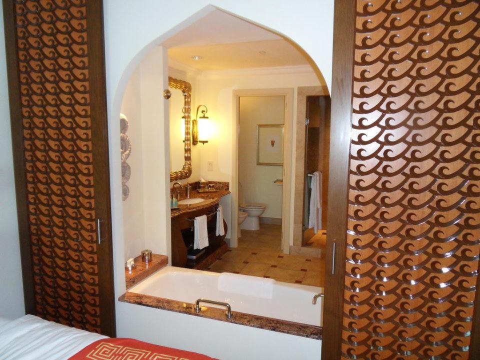 Badezimmer geöffnet zum Zimmer mit Wanne Atlantis The Palm