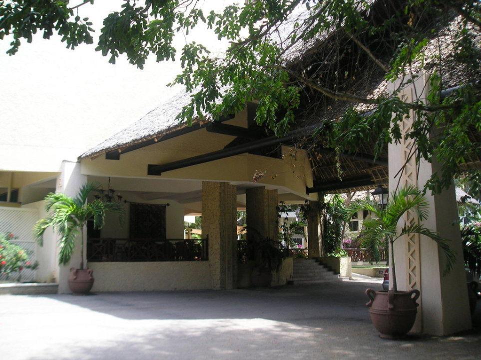 Eingang des Hotels von außen Neptune Beach Resort