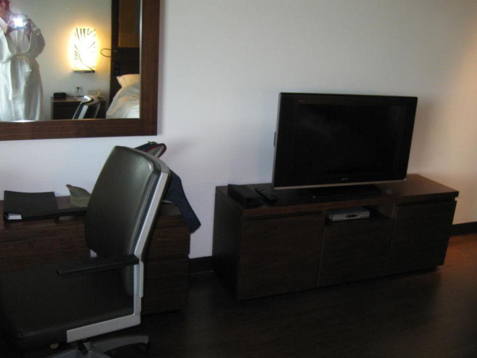 Schreibtisch/TV Hotel Swissôtel Kolkata