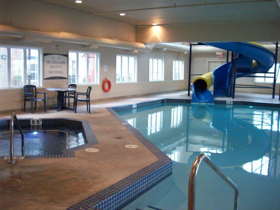 Blick Auf Den Pool Und Die Rutsche Hotel Staybridge Suites Airport