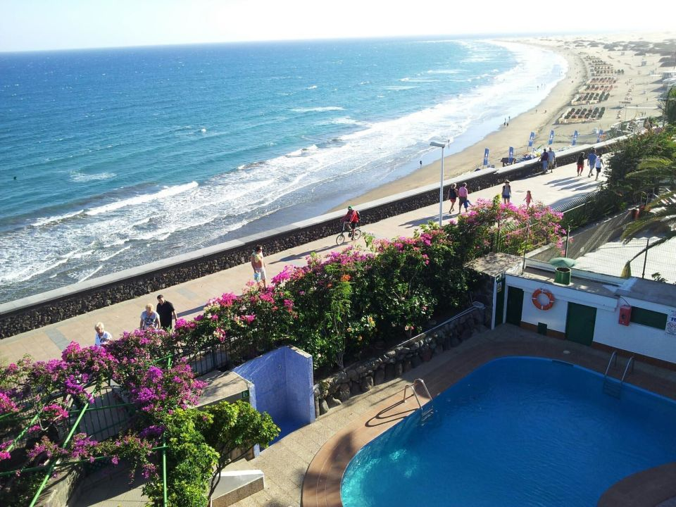blick auf pool und strand hotel san nicolas playa del ingles holidaycheck gran canaria. Black Bedroom Furniture Sets. Home Design Ideas