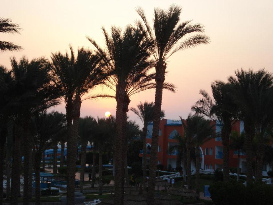 Ein wunderschöner Sonnenaufgang Tropicana Grand Azure Resort  (geschlossen)