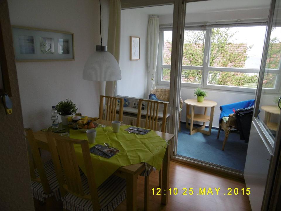 Essbereich Und Verglaster Balkon Strandseite Apartment Sommerwind