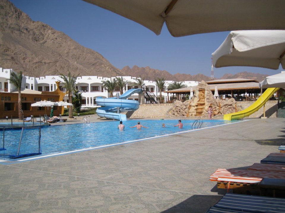 Oberer Pool mit Wasserrutschen Hotel Happy Life Village