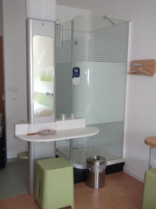 """Ibis Budget Dusche Im Zimmer : Bild """"Dusche und Waschbecken"""" zu ibis budget Hotel Wien Messe in Wien"""