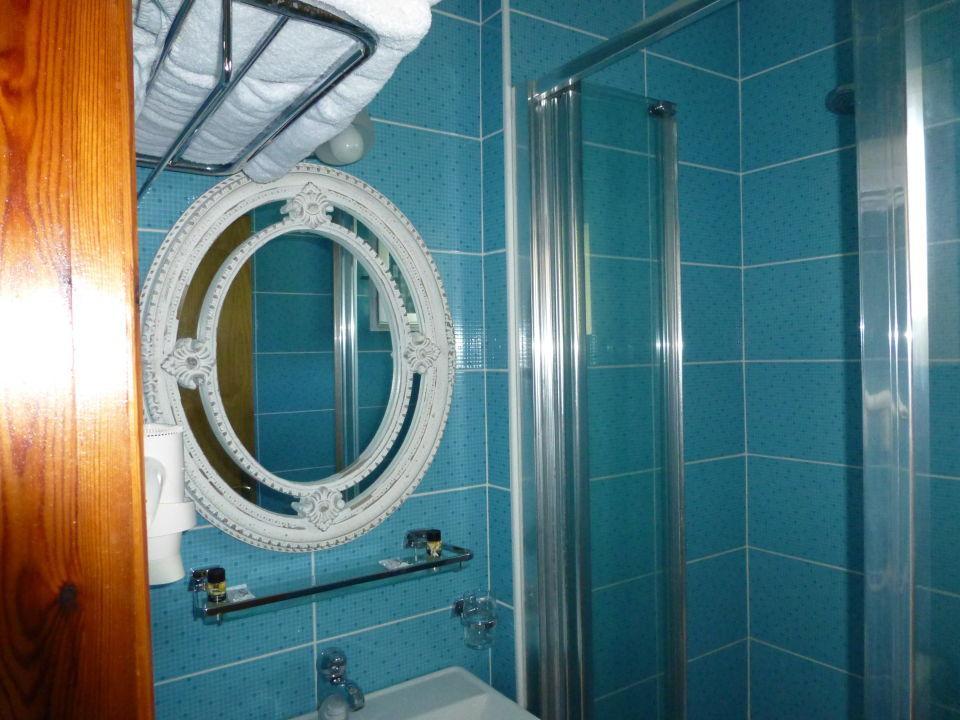 Unser Bad mit schönem Spiegel Xenios Zeus