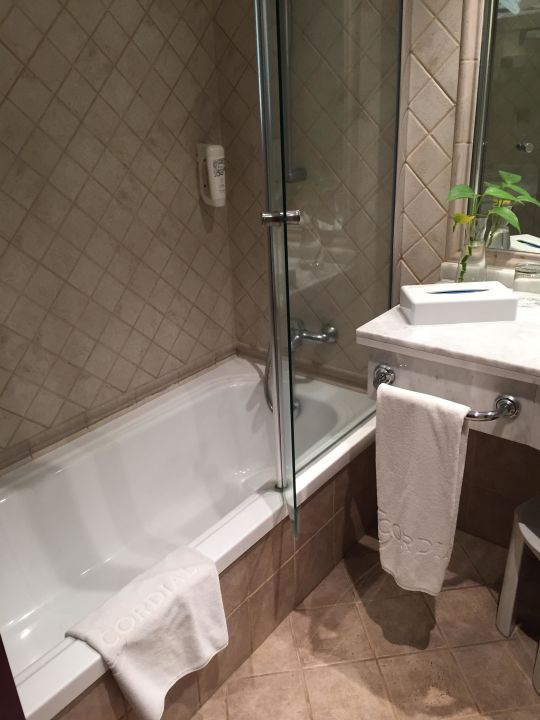 Badewanne mit duschtrennwand hotel cordial mog n playa puerto de mog n holidaycheck gran - Badewanne duschtrennwand ...