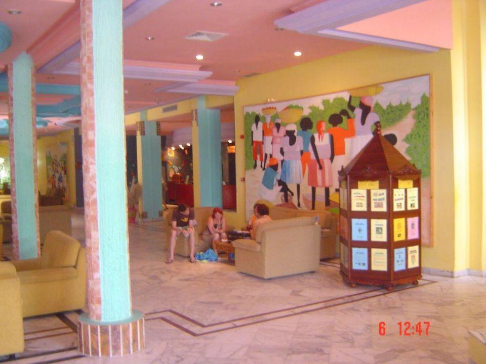 Farbenfrohe Lobby Hotel Caribbean World Mahdia