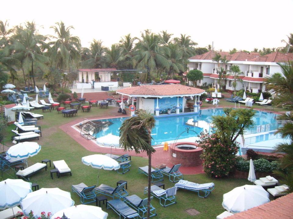 Widok na basen Hotel The Heritage Village Club Goa