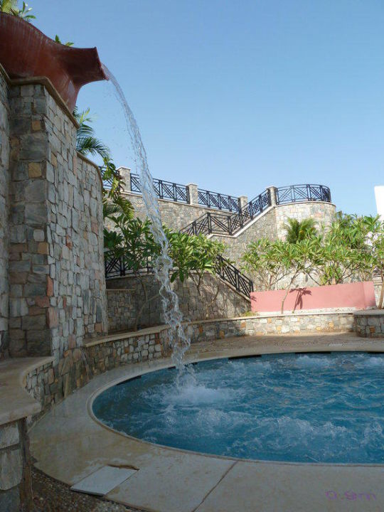 Jacuzzi mit Wasserfall Hotel Reef Oasis Blue Bay