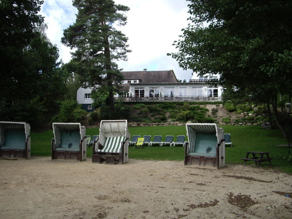Strand mit Blick zum Hotel Familotel Borchard's Rookhus am See