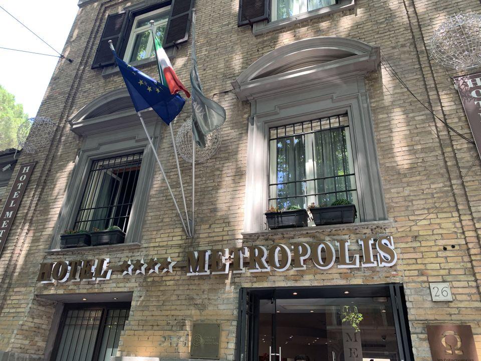 Außenansicht Hotel Metropolis