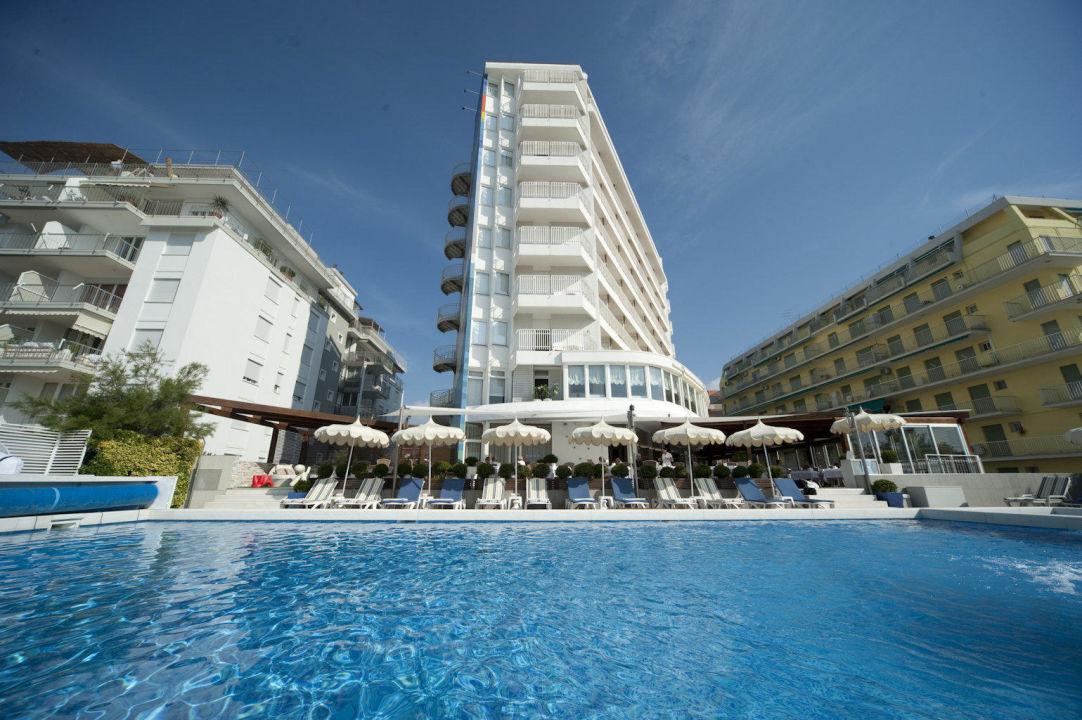 Hotel direkt am strand hotel delle nazioni jesolo for Hotel in warnemunde direkt am strand