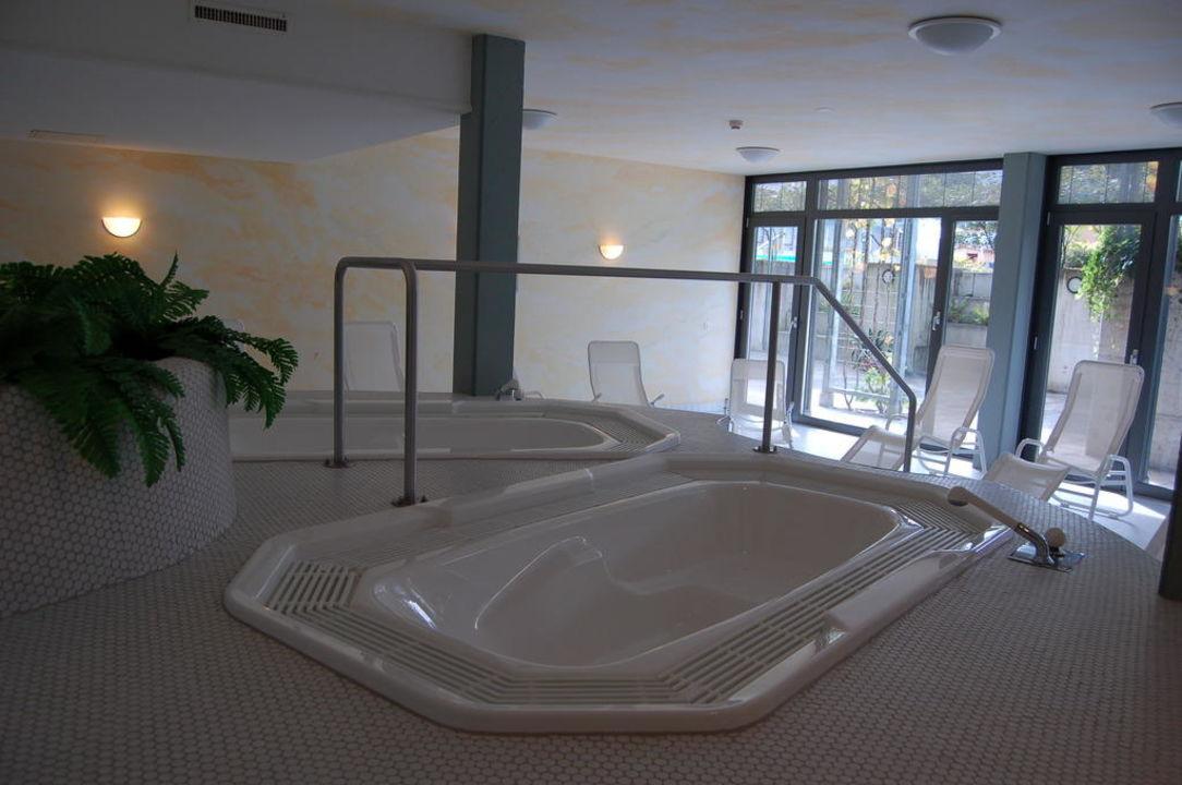 Whirlpools im Wellnessbereich (Untergeschoss) Hotel Artos