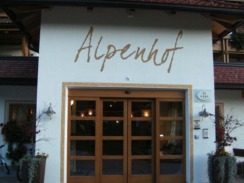 Eingang Hotel Alpen Tesitin
